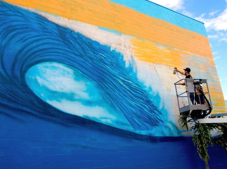DiaDay 02 Maui Mural 03 Hilton Alves Paints 3rd Perfect Wave Mural of 101