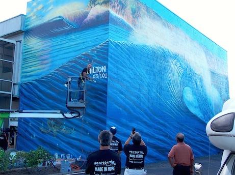Hilton Alves Mural 03 Maui Hilton Alves Paints 3rd Perfect Wave Mural of 101