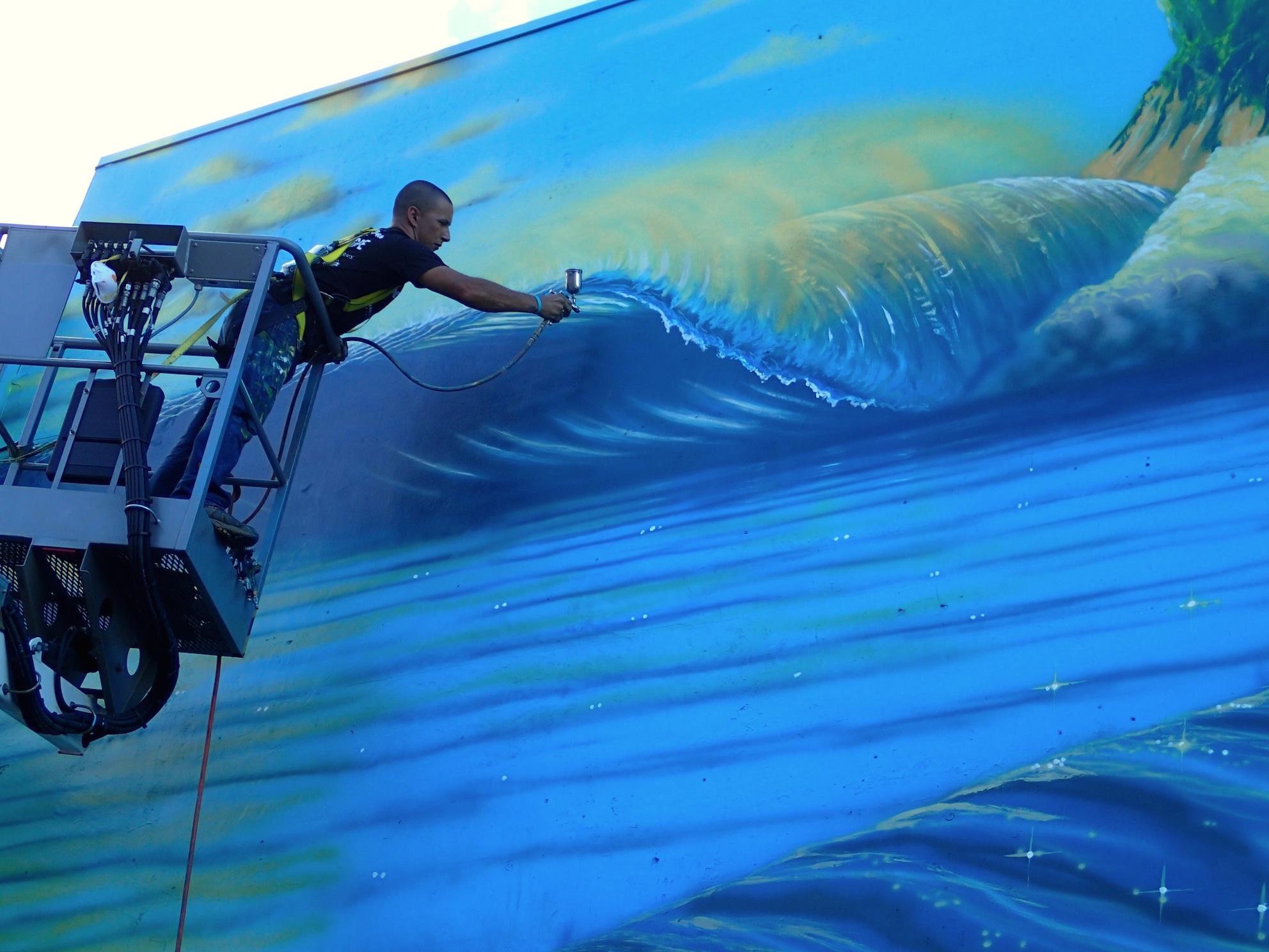 Hilton painting lift Hilton Alves Paints 3rd Perfect Wave Mural of 101